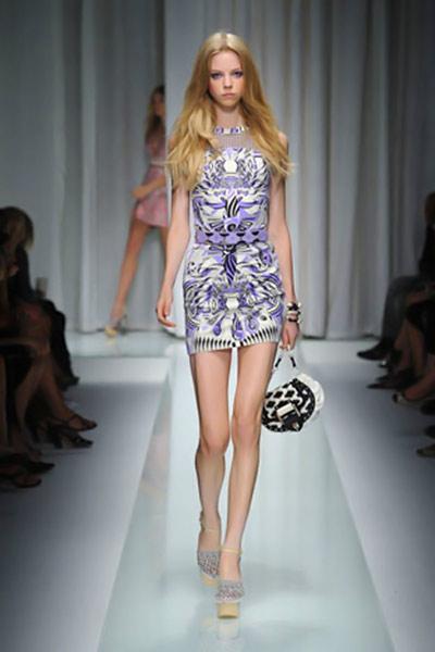 Mode fashion tendenze moda donna estate 2010 versace for Mode milano